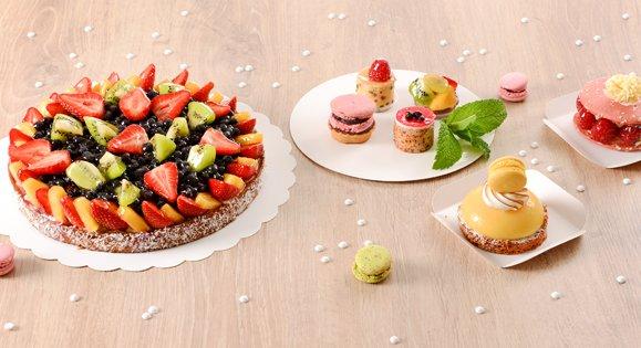 Support gâteau carton blanc pour présenter une pâtisserie